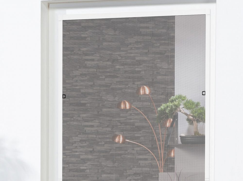 Fenster Compact XL abgebildet in weiß, perfekt für französische Balkone.