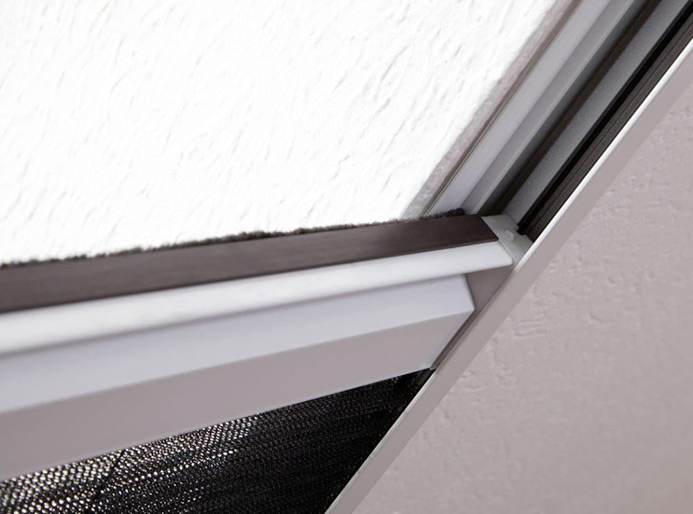 Insektenschutz_Kombiplissee_Bausatz_fuer_Dachfenster_hecht international GmbH