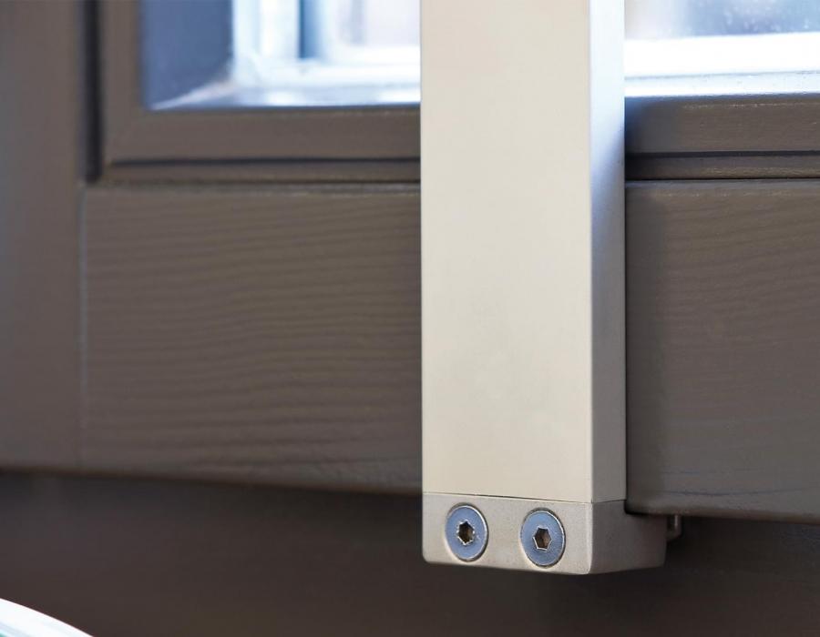 Kraeuterleiter Vega Detailansicht Befestigung am Fensterfluegel
