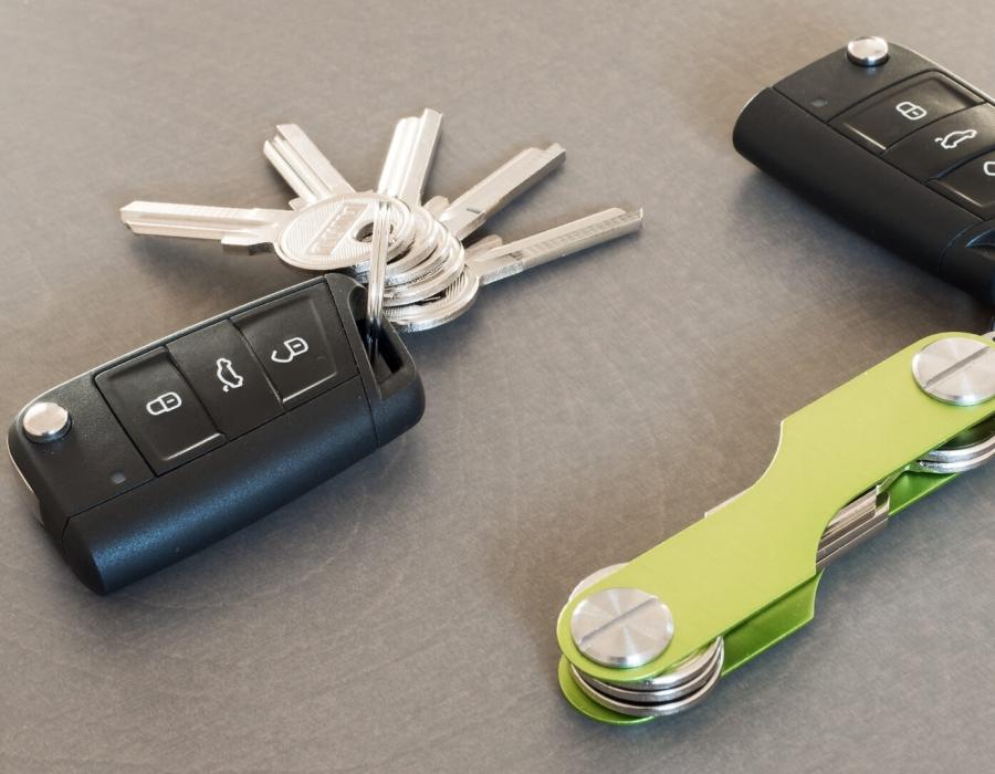 Schluesselhalter Key+ grün mit Autoschluessel